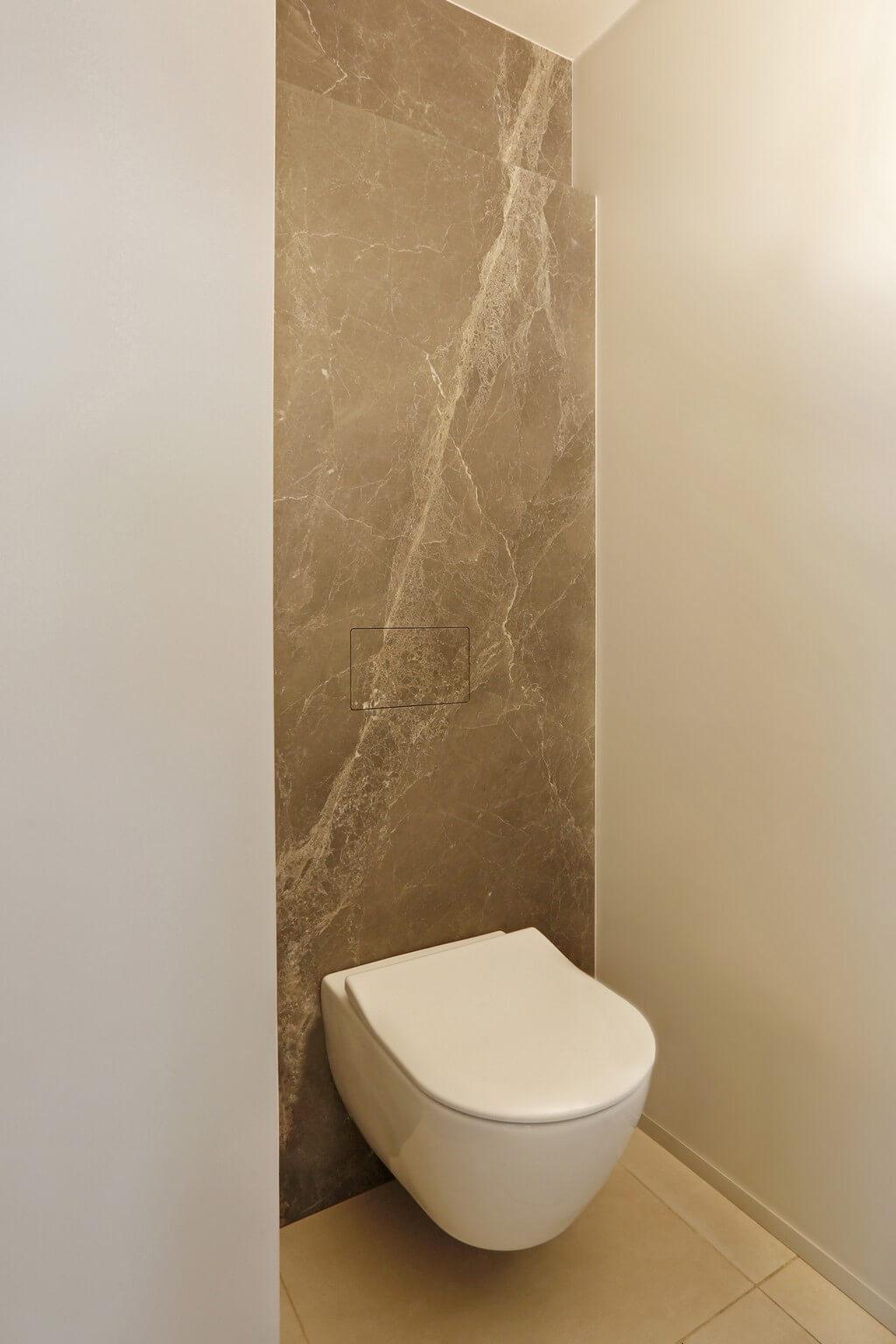 Toilet Emperador Grey - De Korpus - Fotografie Liesbeth Goudenhooft